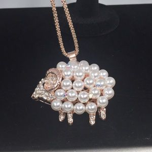 FAUX PEARLS & CRYSTALS SHEEP NECKLACE